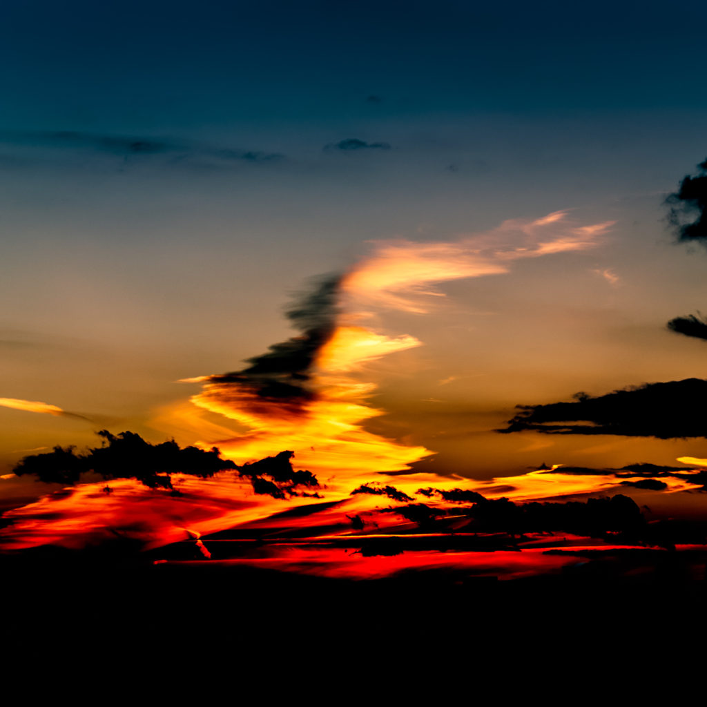 Sonnenutergang in den Wolken